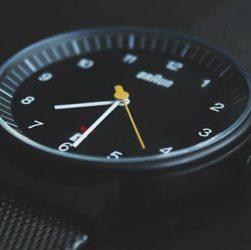 reloj minimalista Braun