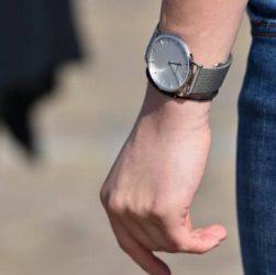 usando un reloj parfois